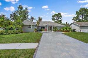 1084 Raintree Lane, Wellington, FL 33414