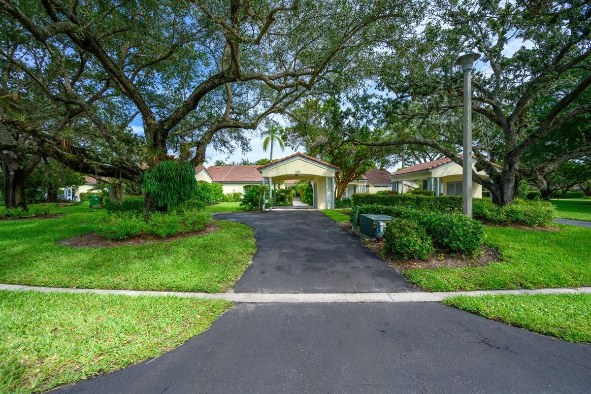 2283 Las Casitas Drive, Wellington, Florida 33414, 3 Bedrooms Bedrooms, ,2 BathroomsBathrooms,Villa,For Sale,Palm Beach Polo and Country Club,Las Casitas,1,RX-10628368