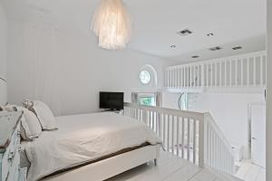 bedroom 1 platform for bed