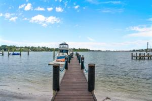 120 ft private dock