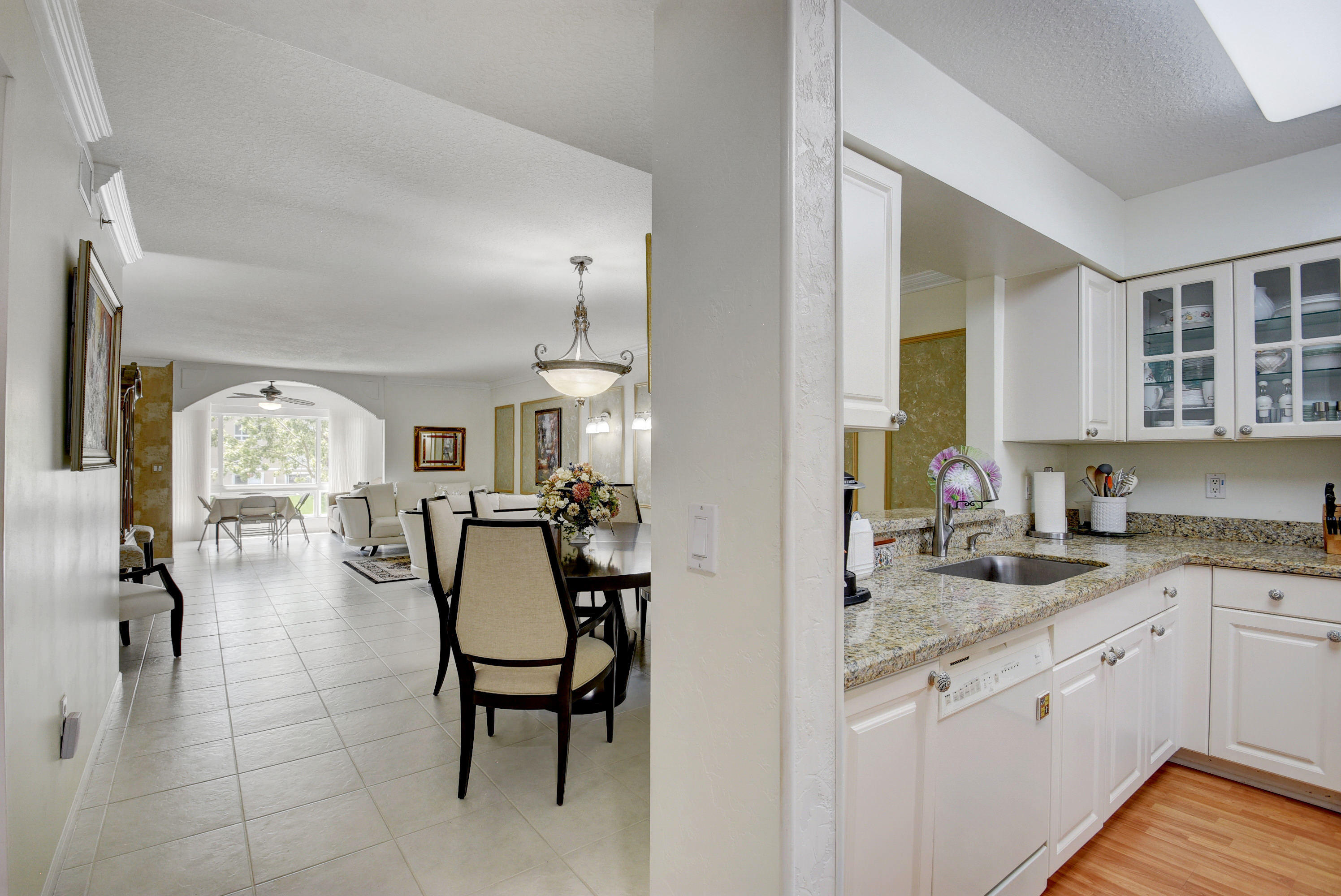 12511  Imperial Isle Drive 206 For Sale 10631308, FL