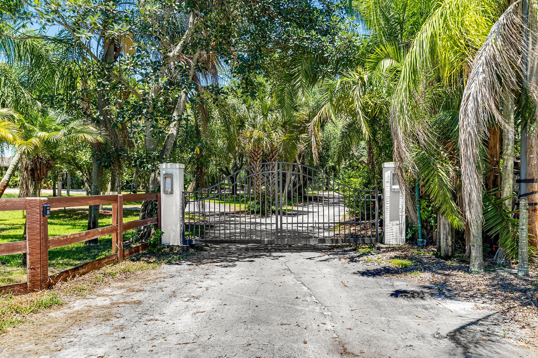 Loxahatchee, Florida 33470, 4 Bedrooms Bedrooms, ,3 BathroomsBathrooms,Residential,For Sale,Velazquez,RX-10630153