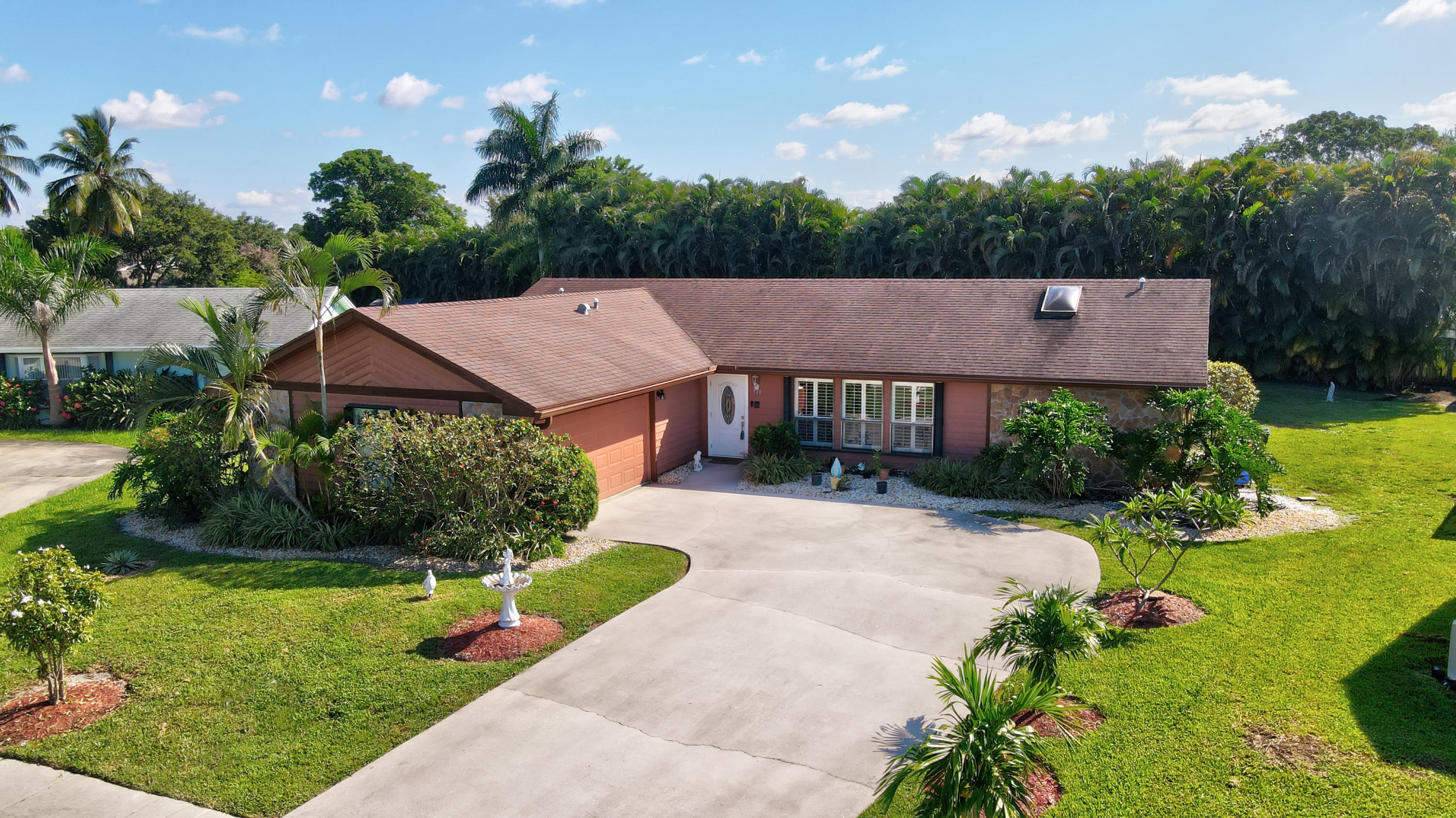 980 Hickory Trail