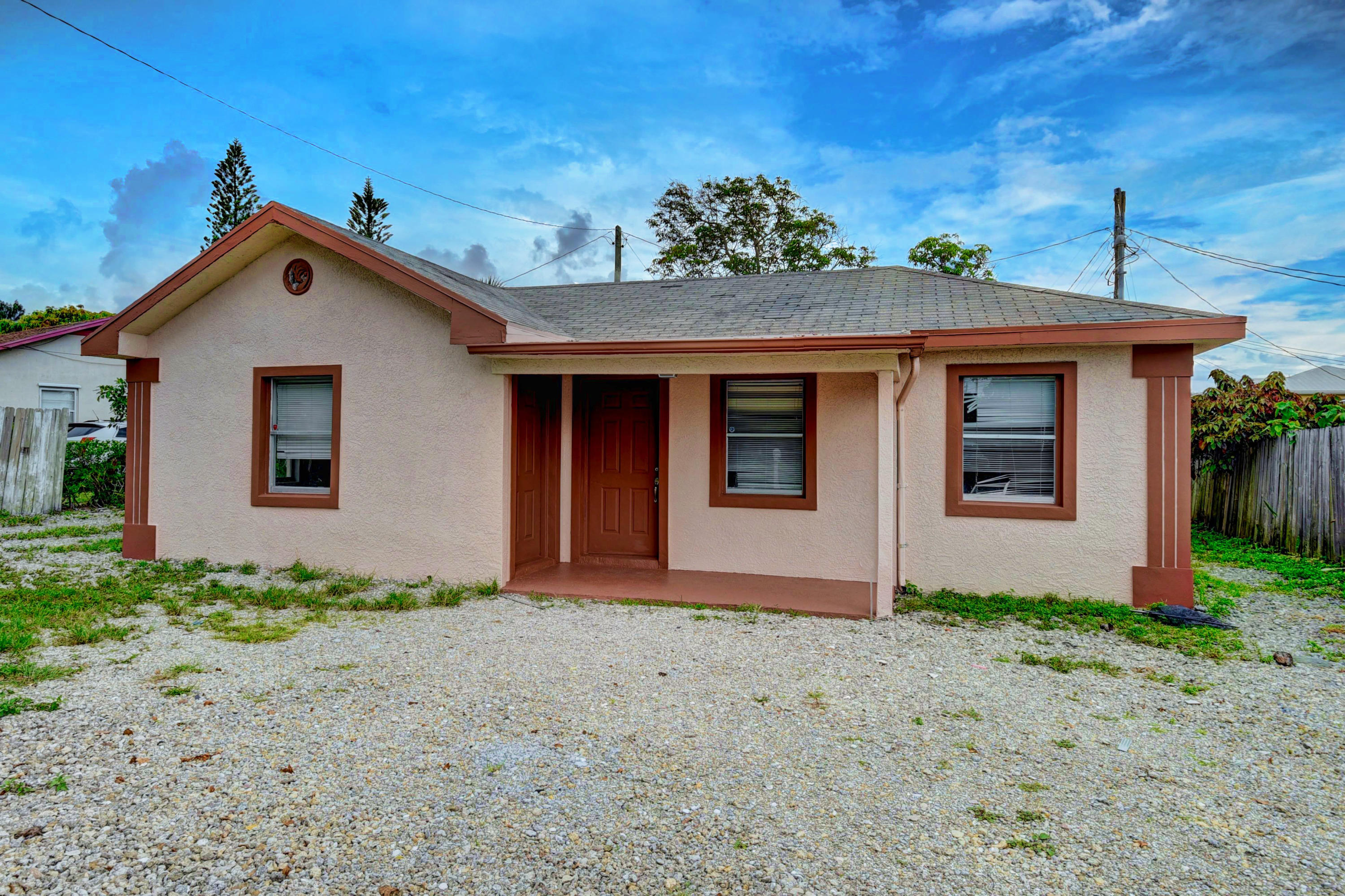Completely renovated house from top to the botton.New Bathroom, new tub, new kitchen including stainless steel appliances , tile floor, fresh paint inside and outside.Brand new roof (2020)