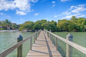 20 Via Lago Boynton Beach FL 33435