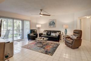 3590 Via Poinciana, 215, Lake Worth, FL 33467