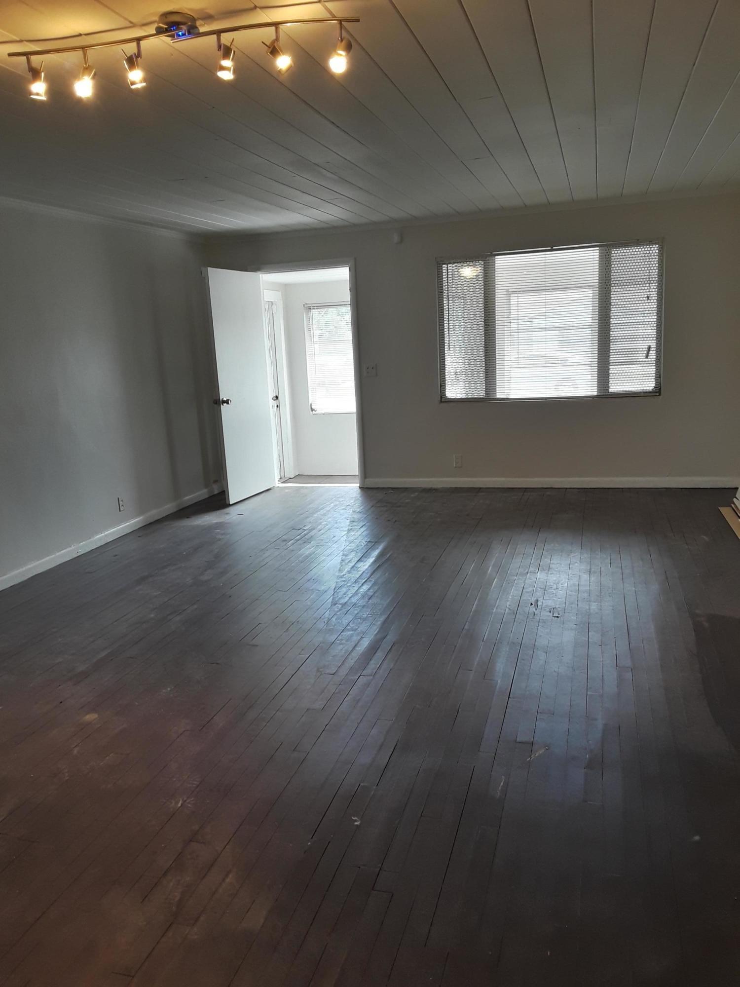 1340 33rd Street, Riviera Beach, Florida 33404, 3 Bedrooms Bedrooms, ,1 BathroomBathrooms,Rental,For Rent,33rd,RX-10634285