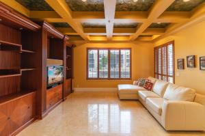 23 Royal Palm Way Boca Raton FL 33432