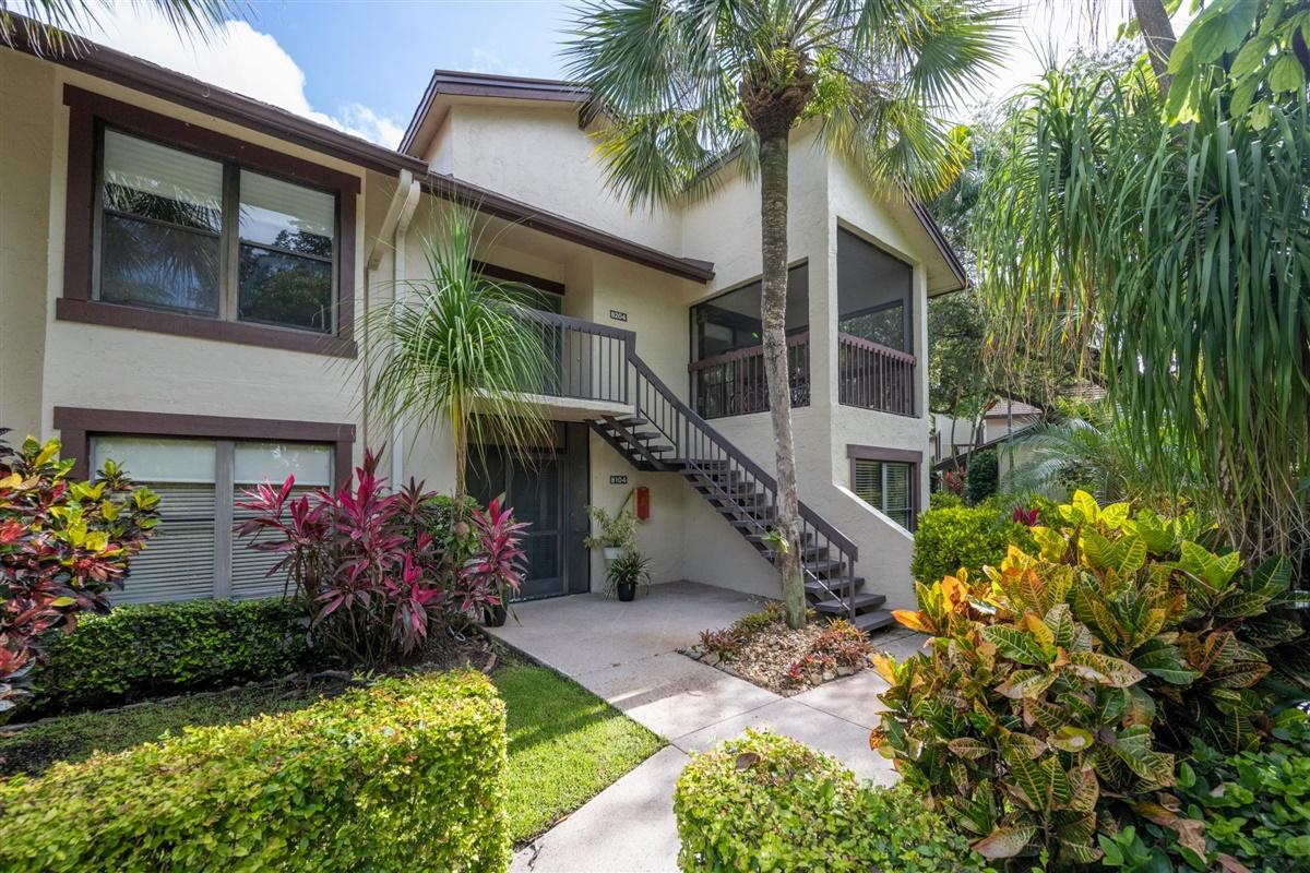 11267 Pond View Drive, Wellington, Florida 33414, 3 Bedrooms Bedrooms, ,3 BathroomsBathrooms,Townhouse,For Sale,Palm Beach Polo & Co,Pond View,2,RX-10634792