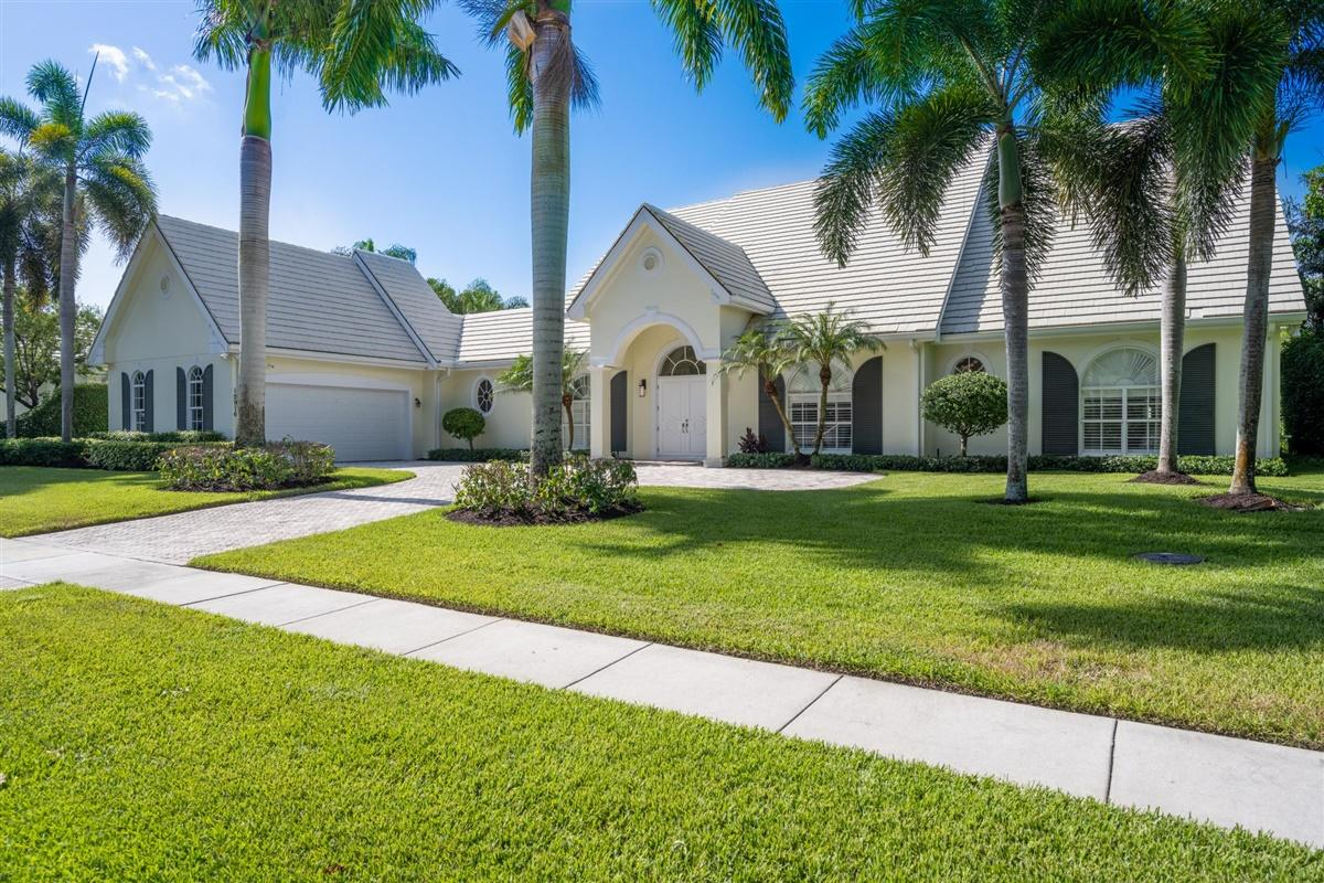 12916 Mizner Way, Wellington, Florida 33414, 4 Bedrooms Bedrooms, ,4.1 BathroomsBathrooms,Single Family,For Sale,Palm Beach Polo and Country Club,Mizner,RX-10633714