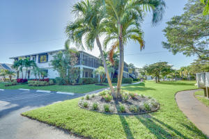 Quaint condo in East Delray
