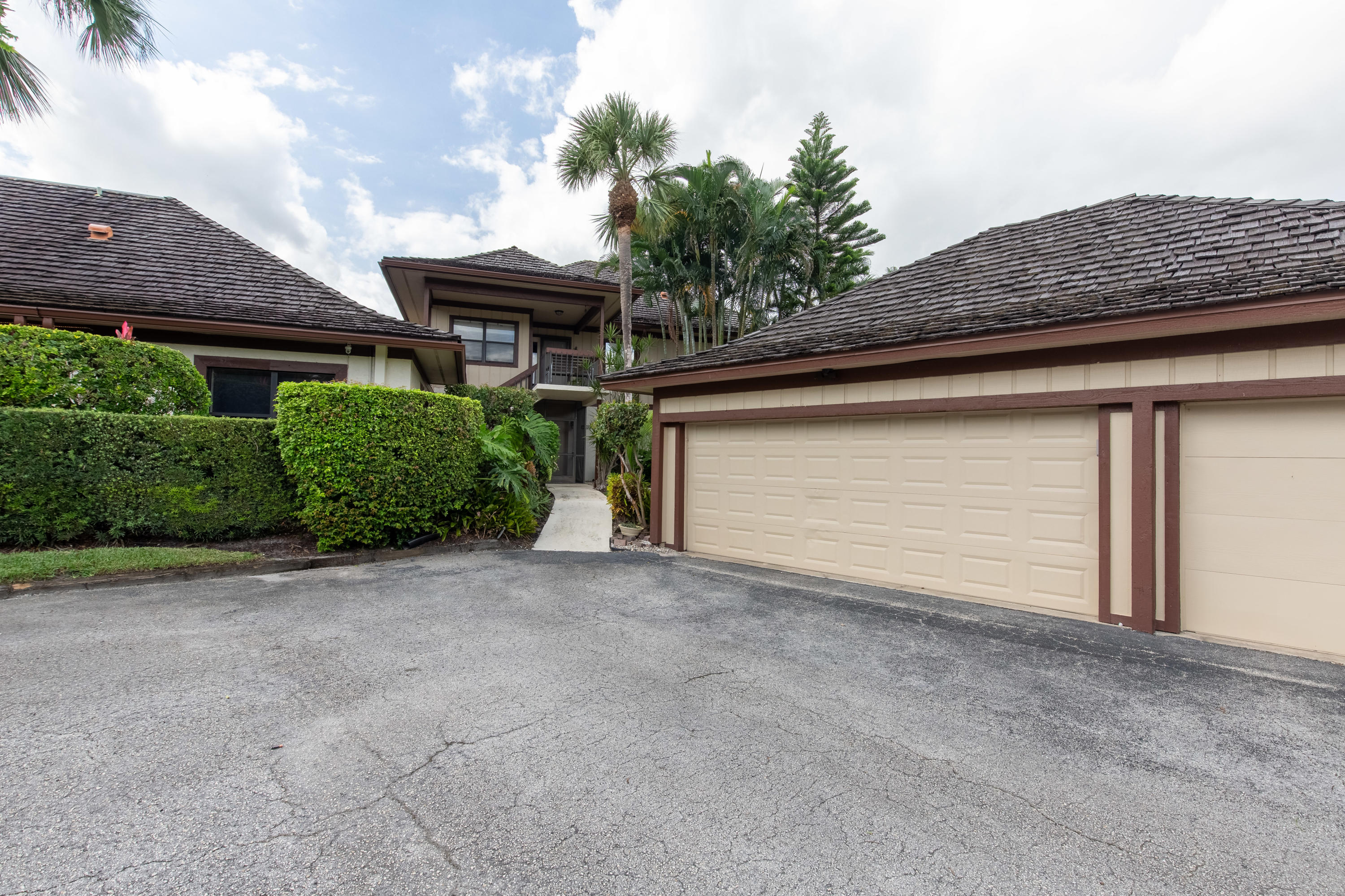 Wellington, Florida 33414, 2 Bedrooms Bedrooms, ,3 BathroomsBathrooms,Residential,For Sale,Polo,RX-10637219