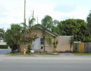 913 10th Avenue N, Lake Worth, FL 33460