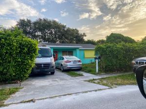 142 W 34th Street, Riviera Beach, FL 33404