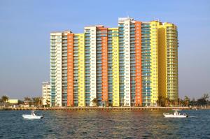 2640 Lake Shore Drive, 2111, Riviera Beach, FL 33404