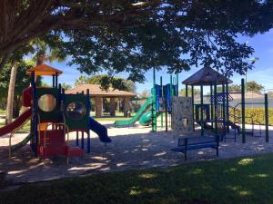 8 Atrium Circle Atlantis FL 33462