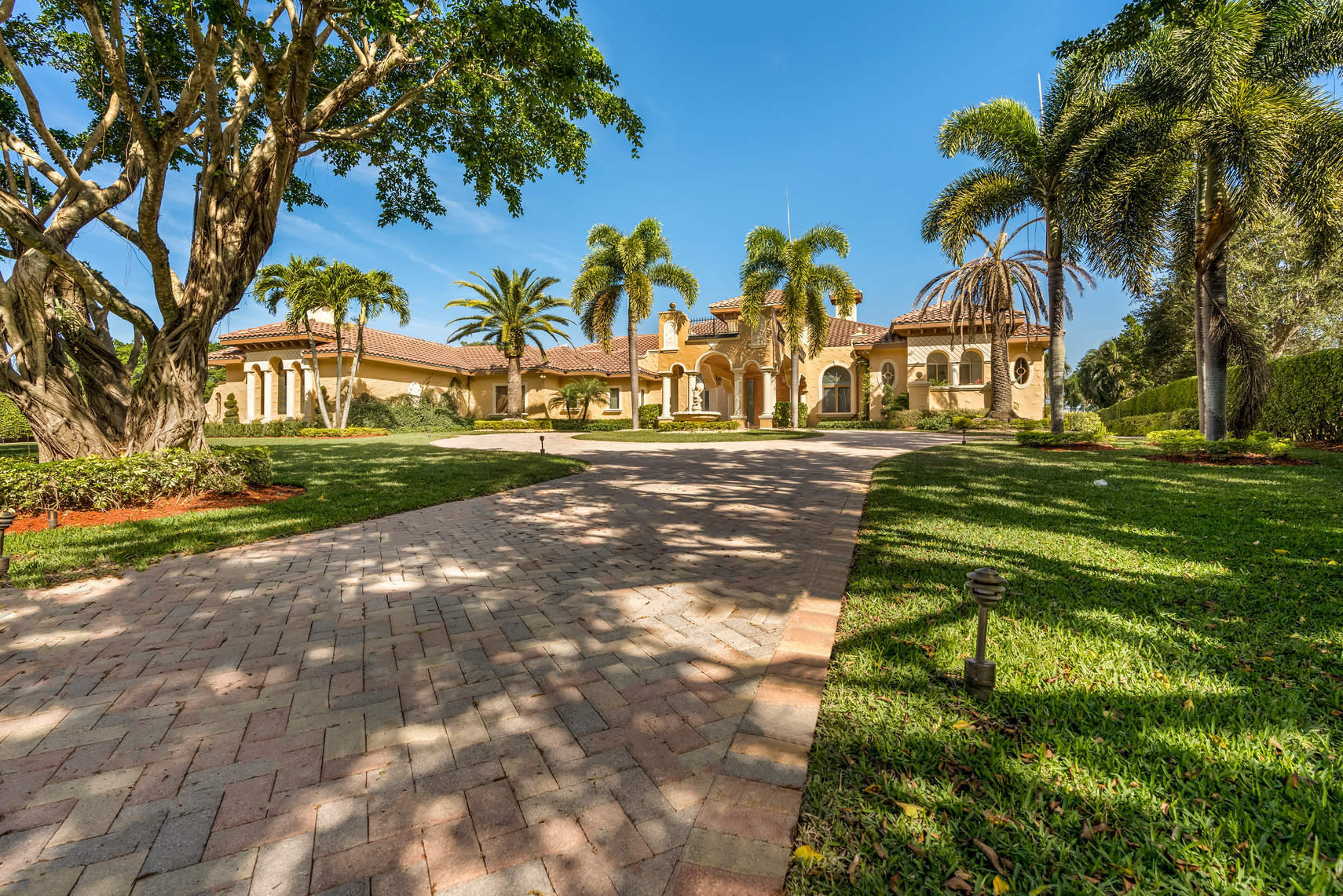 Property for sale at 8681 Twin Lake Drive, Boca Raton,  Florida 33496