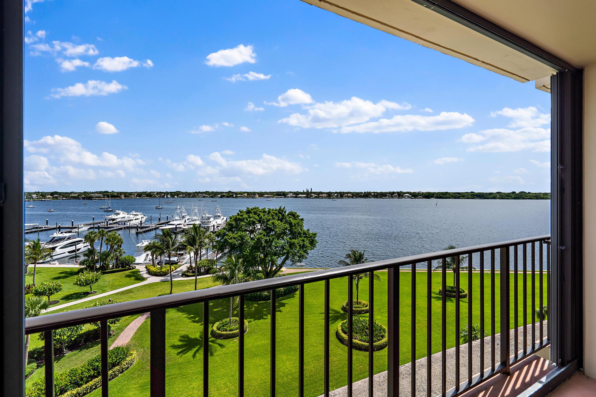 134  Lakeshore Drive 713 For Sale 10647024, FL