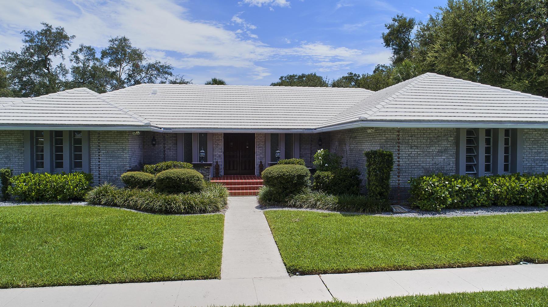 800 SW 17th Street  For Sale 10647094, FL