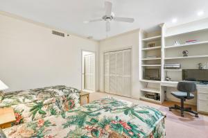 Guest Bedroom w/ Built-in Desk