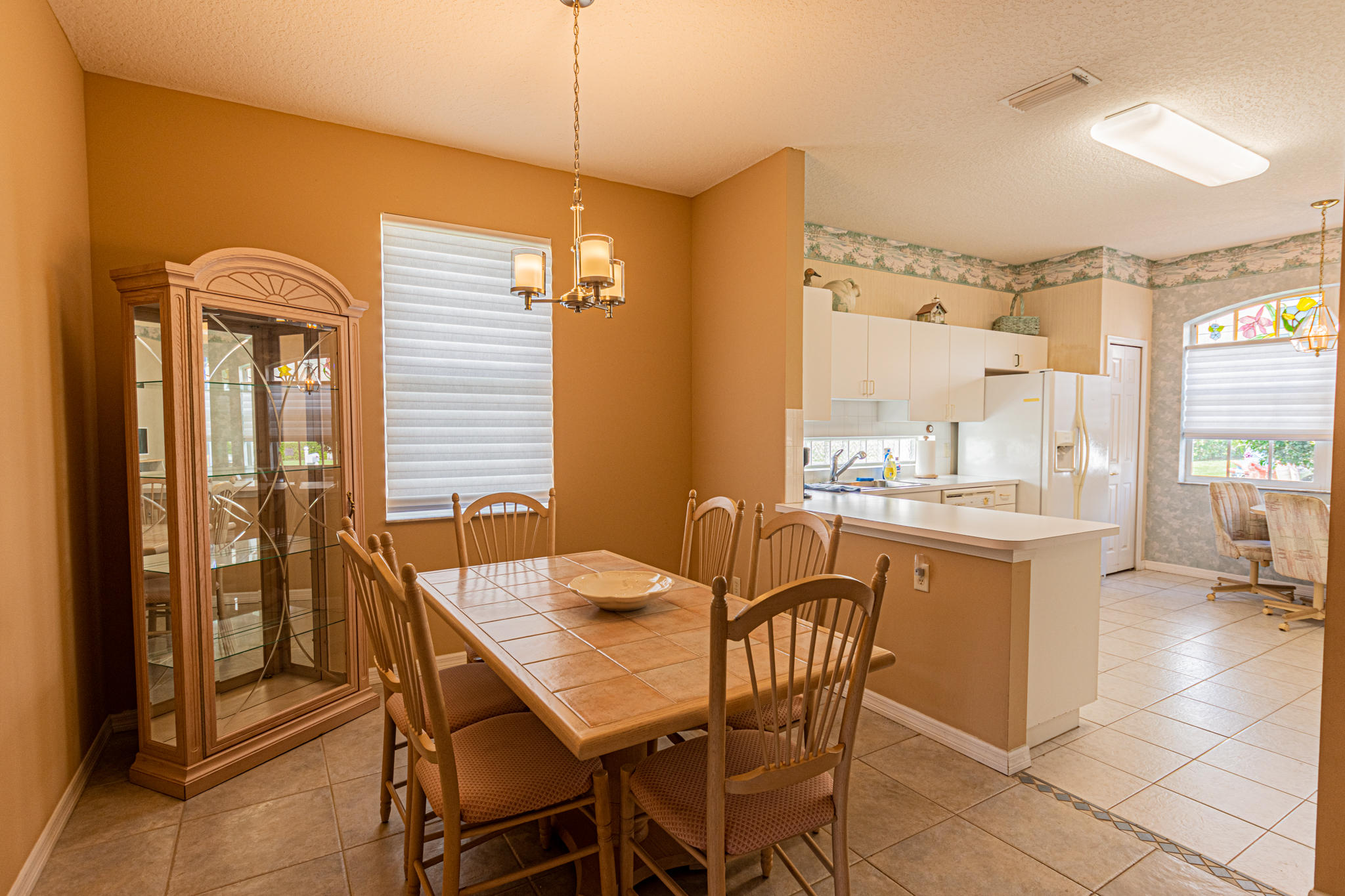 Lisitng Image number4 for 850 Sarria Court Nw