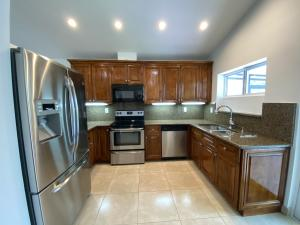 Updated kitchen w/ granite and real wood cabinetry
