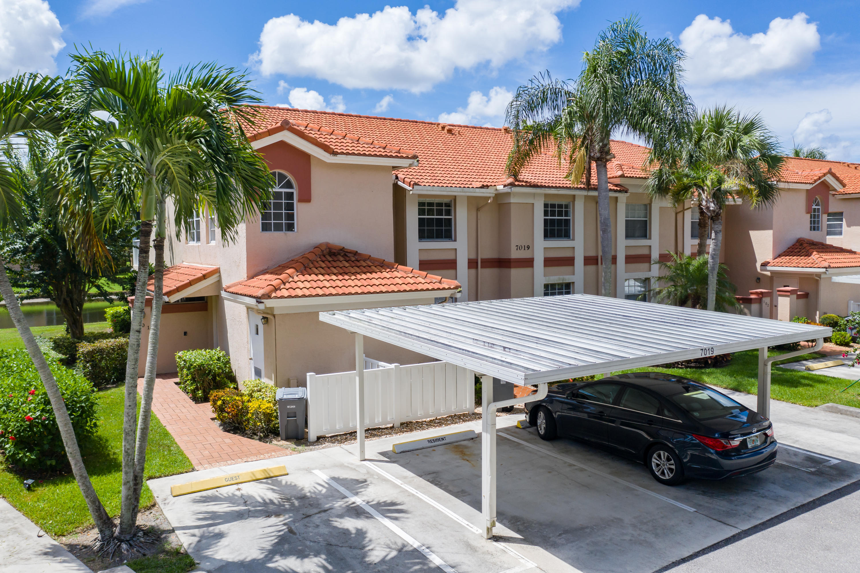 7019  Summer Tree Drive 201 For Sale 10651092, FL