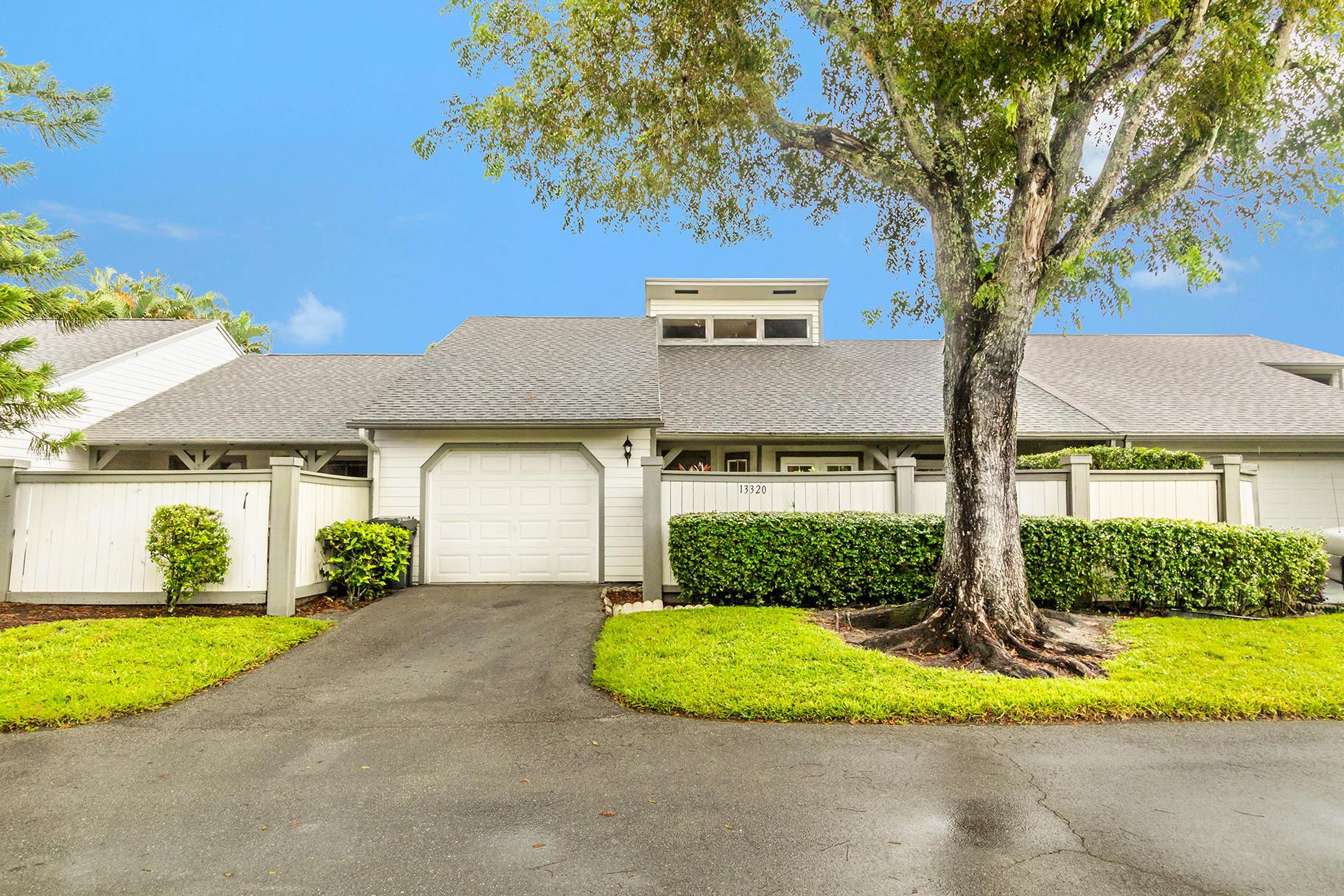 Wellington, Florida 33414, 3 Bedrooms Bedrooms, ,2 BathroomsBathrooms,Rental,For Rent,Bedford Mews,RX-10654290