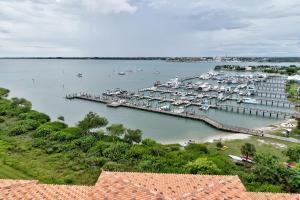 34 Harbour Isle Drive W, 303, Fort Pierce, FL 34949