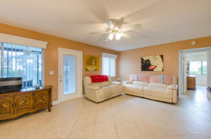 208 Pine Hov Circle, C-1, Greenacres, FL 33463