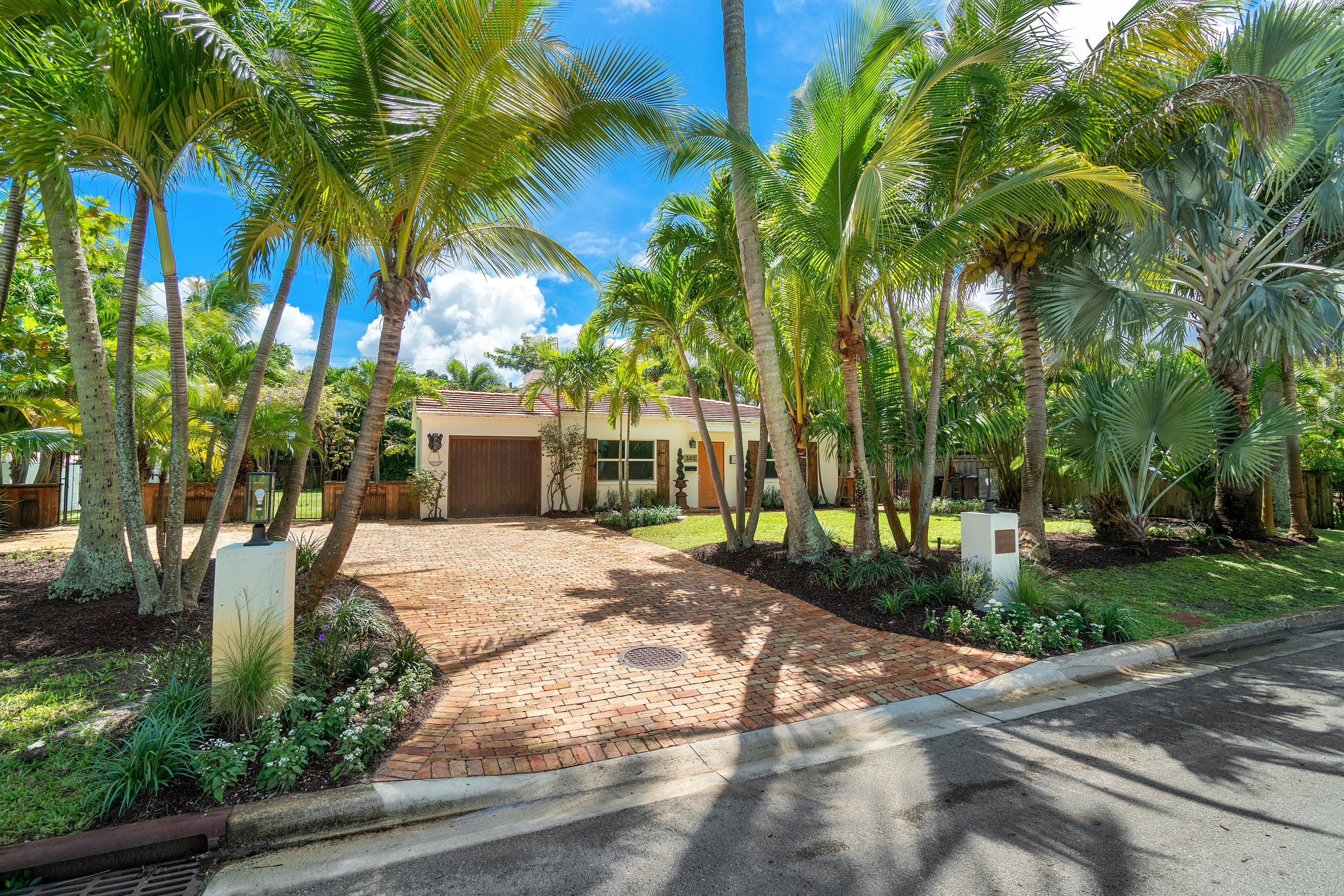 Details for 302 Lakewood Road E, West Palm Beach, FL 33405