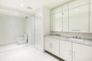 21 - Guest Suite Bath