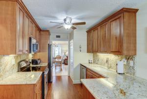 3326 Arcara Way, 412, Lake Worth, FL 33467