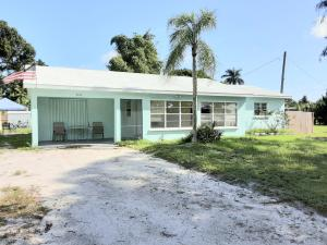Wonderful Old Florida style home...porch has Terrazo Floors and is large and gets great lighting!