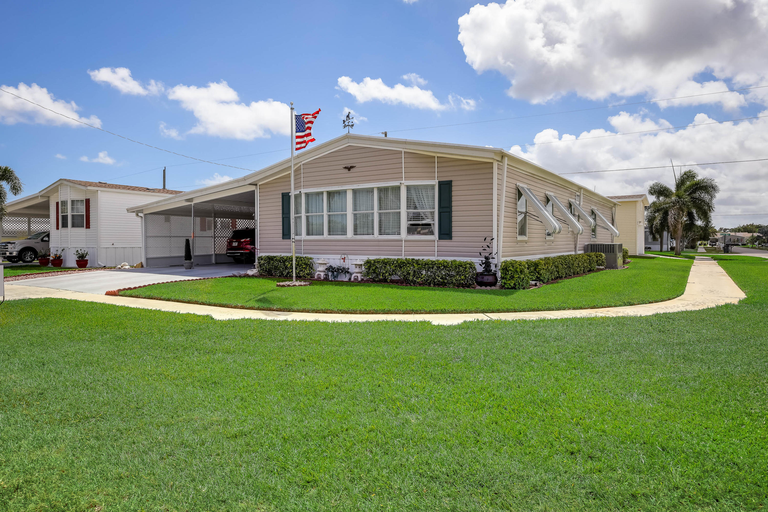 4348  Meadow View Drive  For Sale 10656160, FL