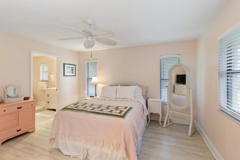Image 12 For 9912 Little Club Way Se