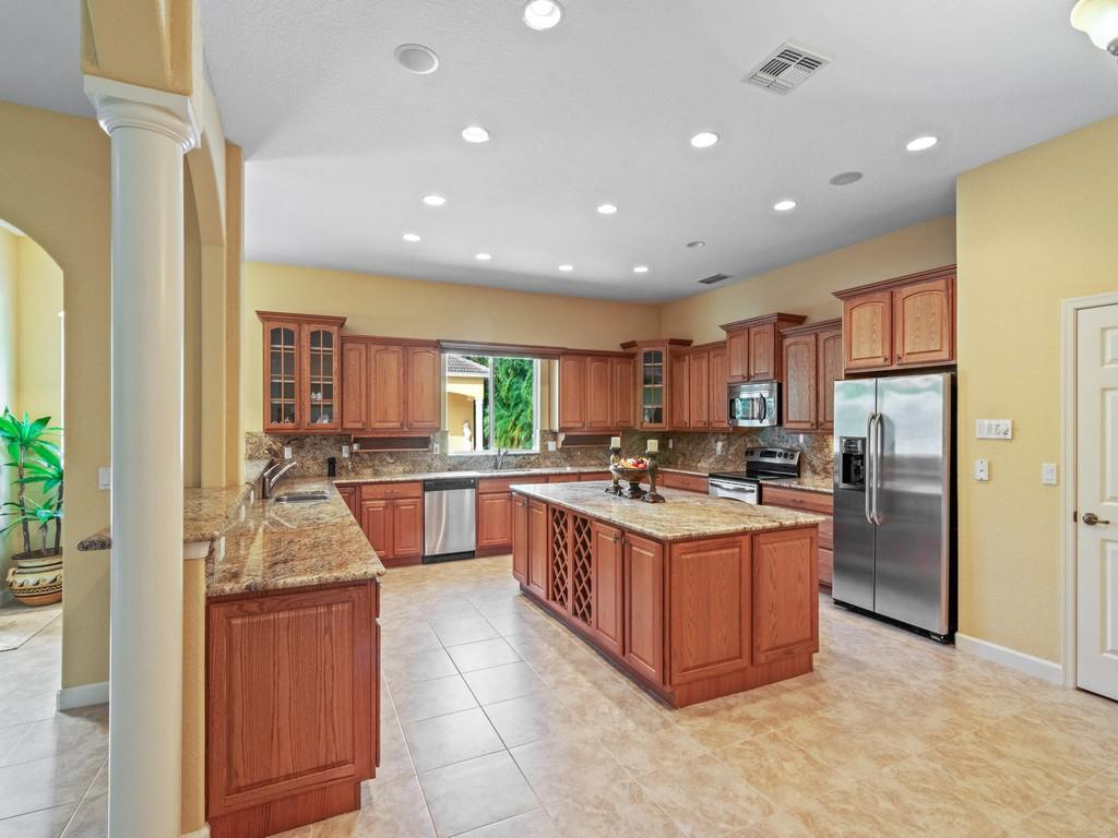 Image 3 For 8053 Indian River Drive S