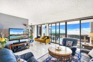 3590 S Ocean Boulevard, 205, South Palm Beach, FL 33480