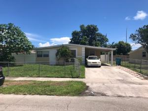 2870 NE 4th Street, Boynton Beach, FL 33435