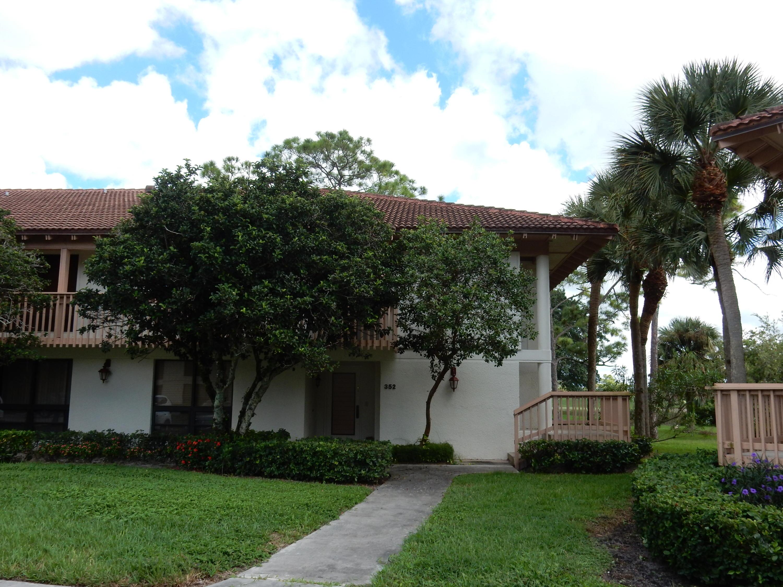 352 Brackenwood Circle  Palm Beach Gardens FL 33418