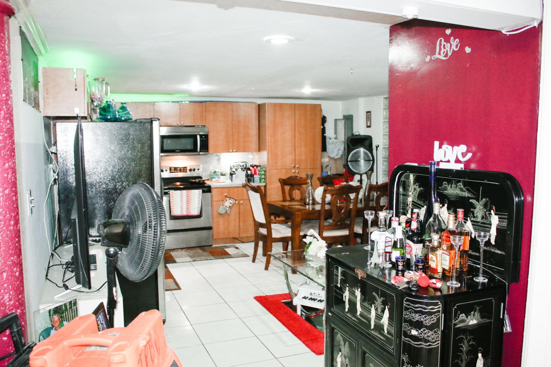 1/1 Kitchen / Living Room