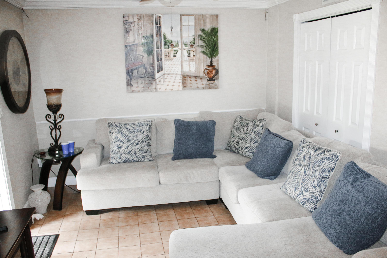 3 Bedroom 1 Bath Apartment Living Room