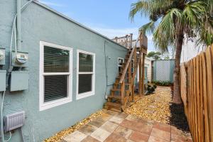 14 South Lane Boynton Beach FL 33435