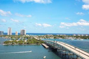 2640 Lake Shore Drive, 1815, Riviera Beach, FL 33404