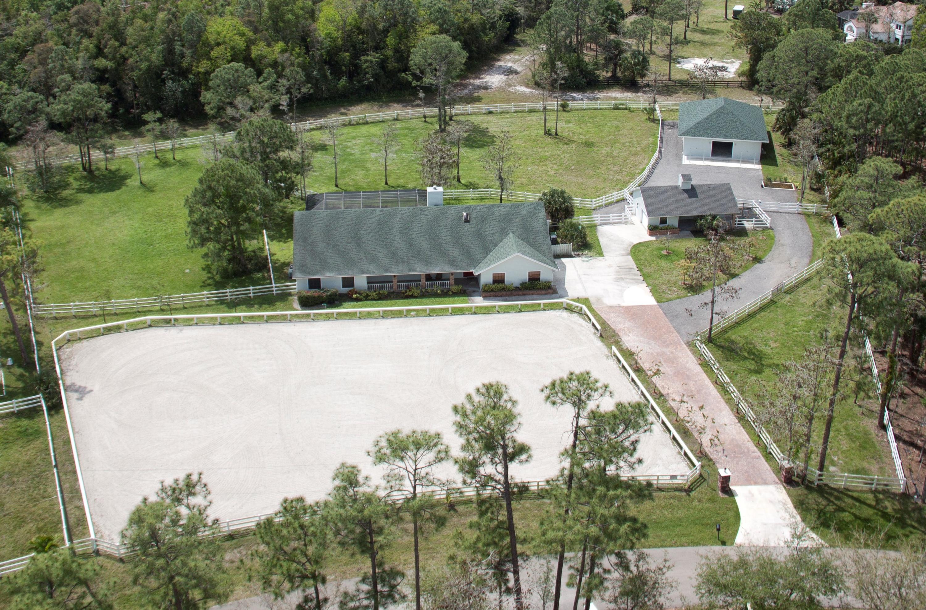 Large lot & private access to trails