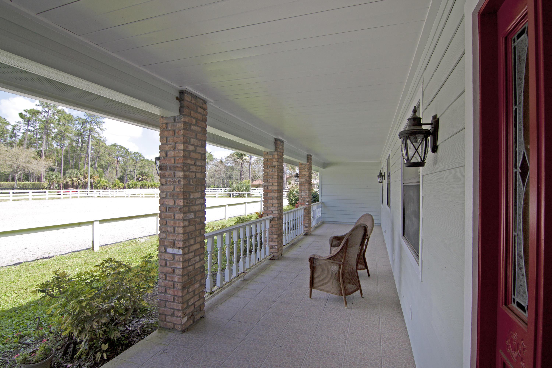Front patio & entrance