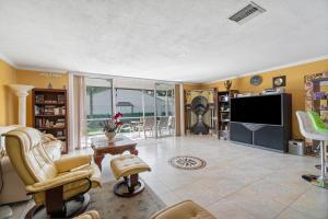 6021 Old Court Road Boca Raton FL 33433