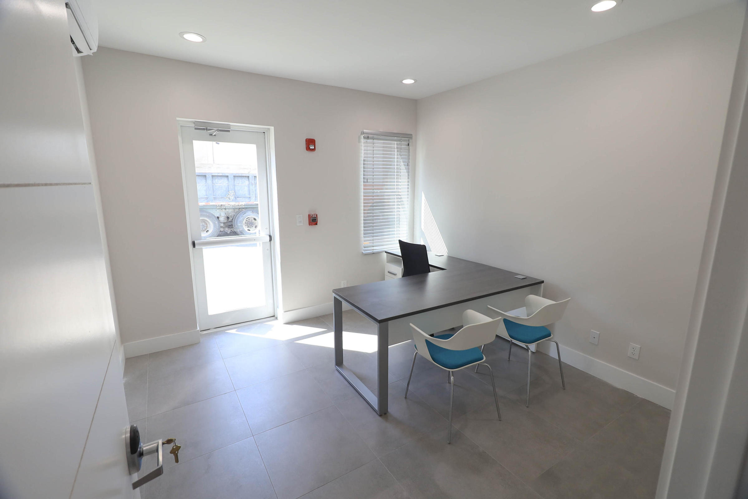 631 Lucerne Avenue, Lake Worth Beach, Florida 33460, ,4 BathroomsBathrooms,Office,For Sale,Lucerne,RX-10670348