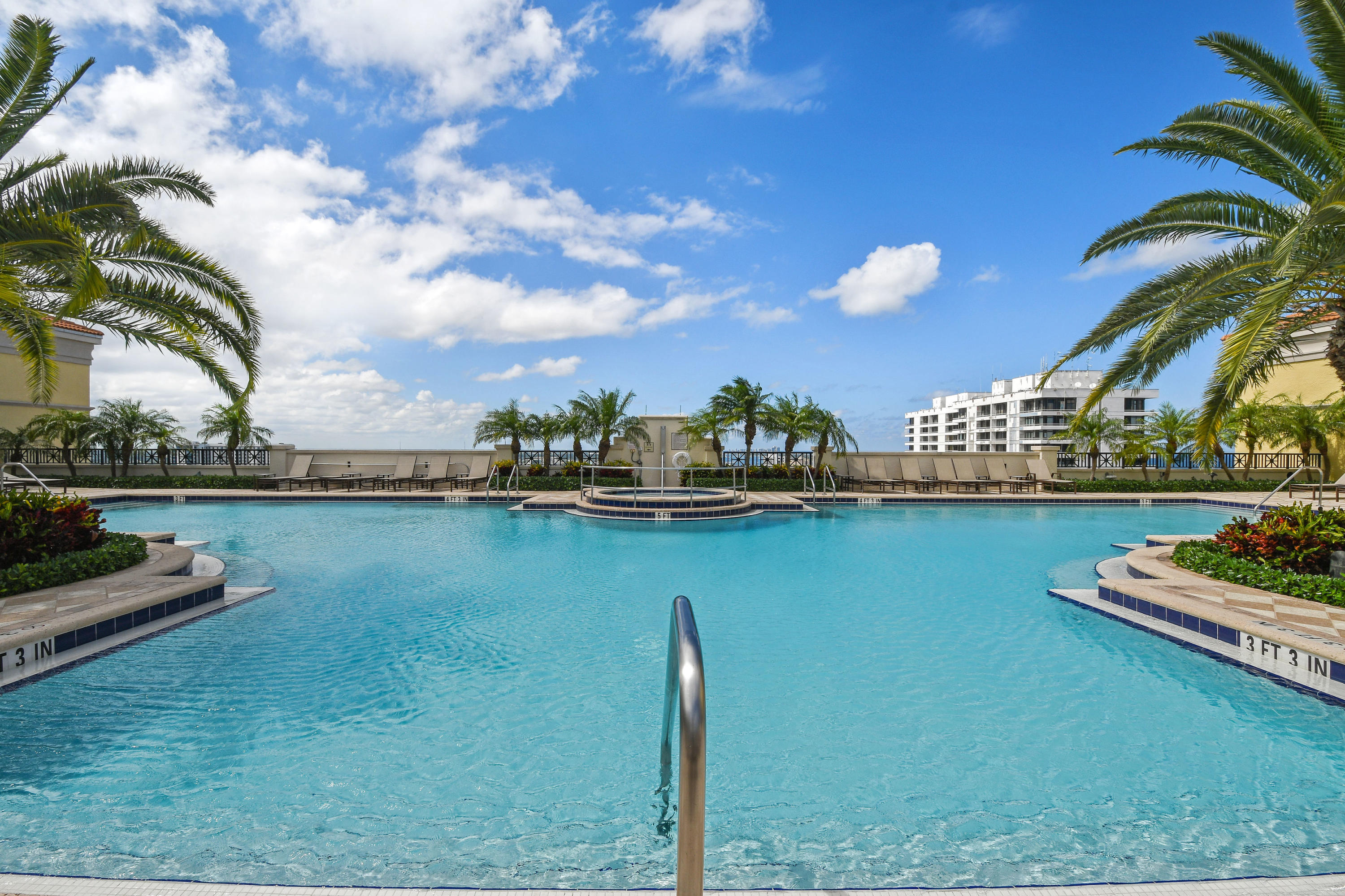 701 S Olive Avenue 1807 For Sale 10670453, FL
