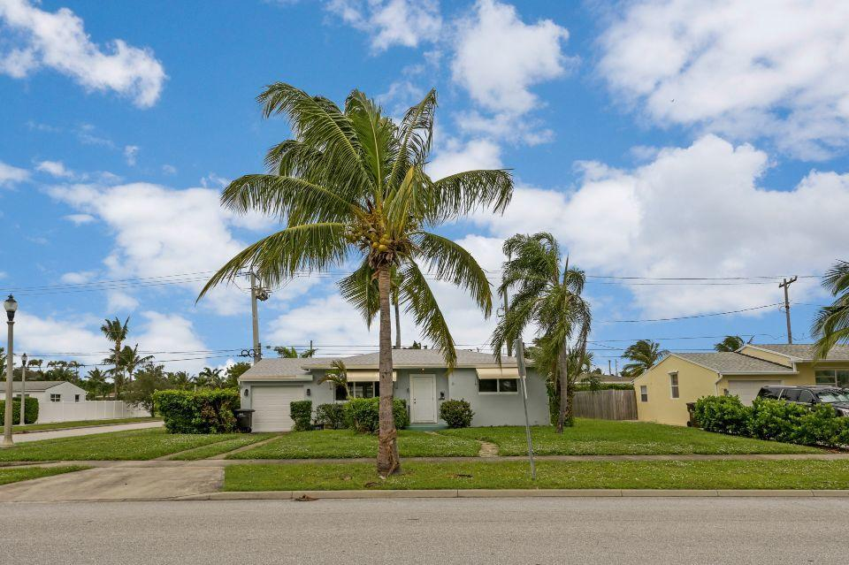 311  Forest Hill Boulevard  For Sale 10671022, FL